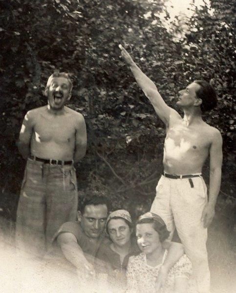 33-george-lowendal-dreapta-impreuna-cu-un-grup-de-prieteni-bucuresti-1935