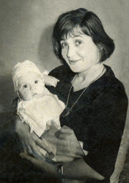 44-irina-lowendal-cu-fiica-sa-ariadna-bucuresti-mai-1964