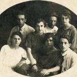 11 George si logodnica sa, Ariadna Ambrozieva (prim-plan, dreapta), impreuna cu cativa prieteni.Soroca, vara anului 1919