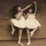 16 Lydia si Irina Lowendal, Cernauti, 1931