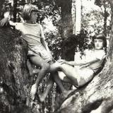 20 Irina si Lydia la Valea Dracului, langa Cernauti, iunie 1935