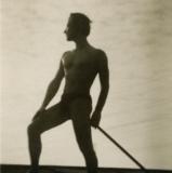 23 George Lowendal curatand zapada de pe acoperisul casei. Cernauti, 1933