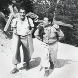 40 Artistul, in Muntii Bucegi, insotit de prietenul sau Paul Marculescu, septembrie 1943