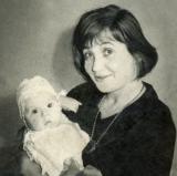 44 Irina Lowendal cu fiica sa, Ariadna. Bucuresti, mai 1964