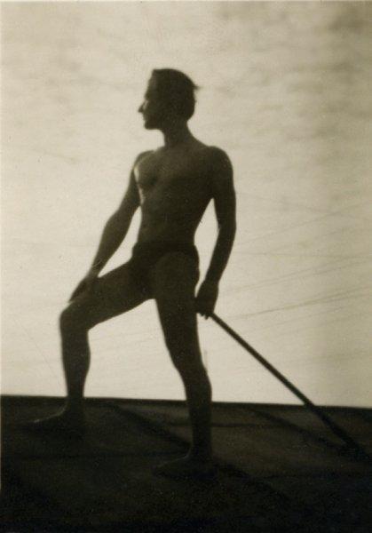 23-george-lowendal-curatand-zapada-de-pe-acoperisul-casei-cernauti-1933