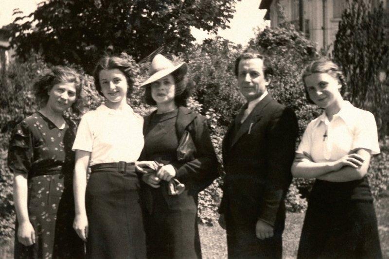 32-familia-lowendal-si-menajera-lor-marisca-langa-locuinta-din-rondul-regina-maria-bucuresti-mai-1939